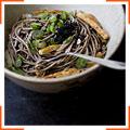 Лапша из гречневой муки с кунжутным соусом