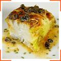 Филе трески, запеченное в листьях капусты, с лимоном и сливочным маслом с каперсами