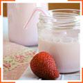 Полуничне молоко