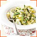 Таглиателли с весенними овощами, лимонным соусом и луком