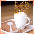 Ванильно-сливочный крем с декоративной карамелью и малиново-трюфельной посыпкой