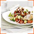 Куриная грудка и салат из авокадо